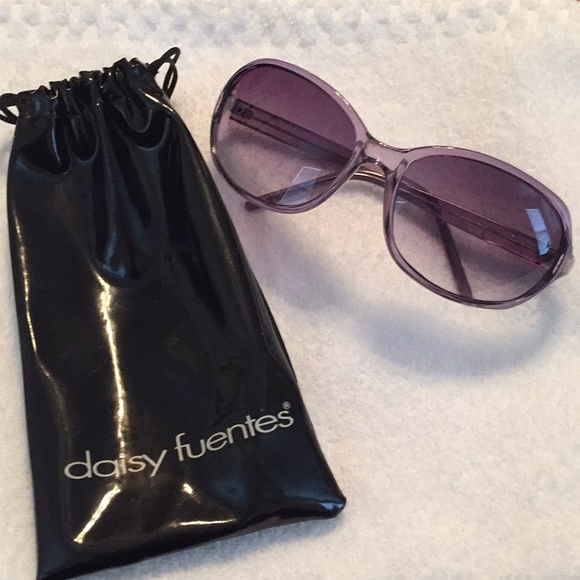 10136c440be Daisy Fuentes Accessories